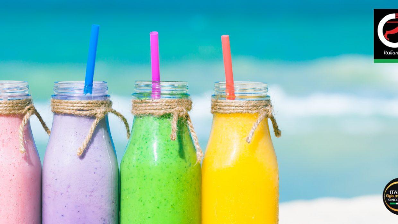 Frutta fresca, Frullati, Cibo energico, spiaggia, relax ed è ESTATE!